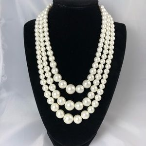 Faux pearls 3 strand vintage necklace classic